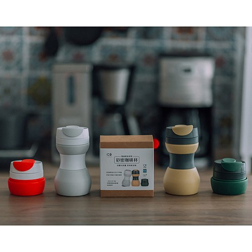 外出必備減塑組:矽密咖啡杯+矽密袋1500ml 贈-矽吸管 ✔︎可捲收輕量好隨攜✔︎通過SGS食品級檢測 ✔︎可高溫消毒